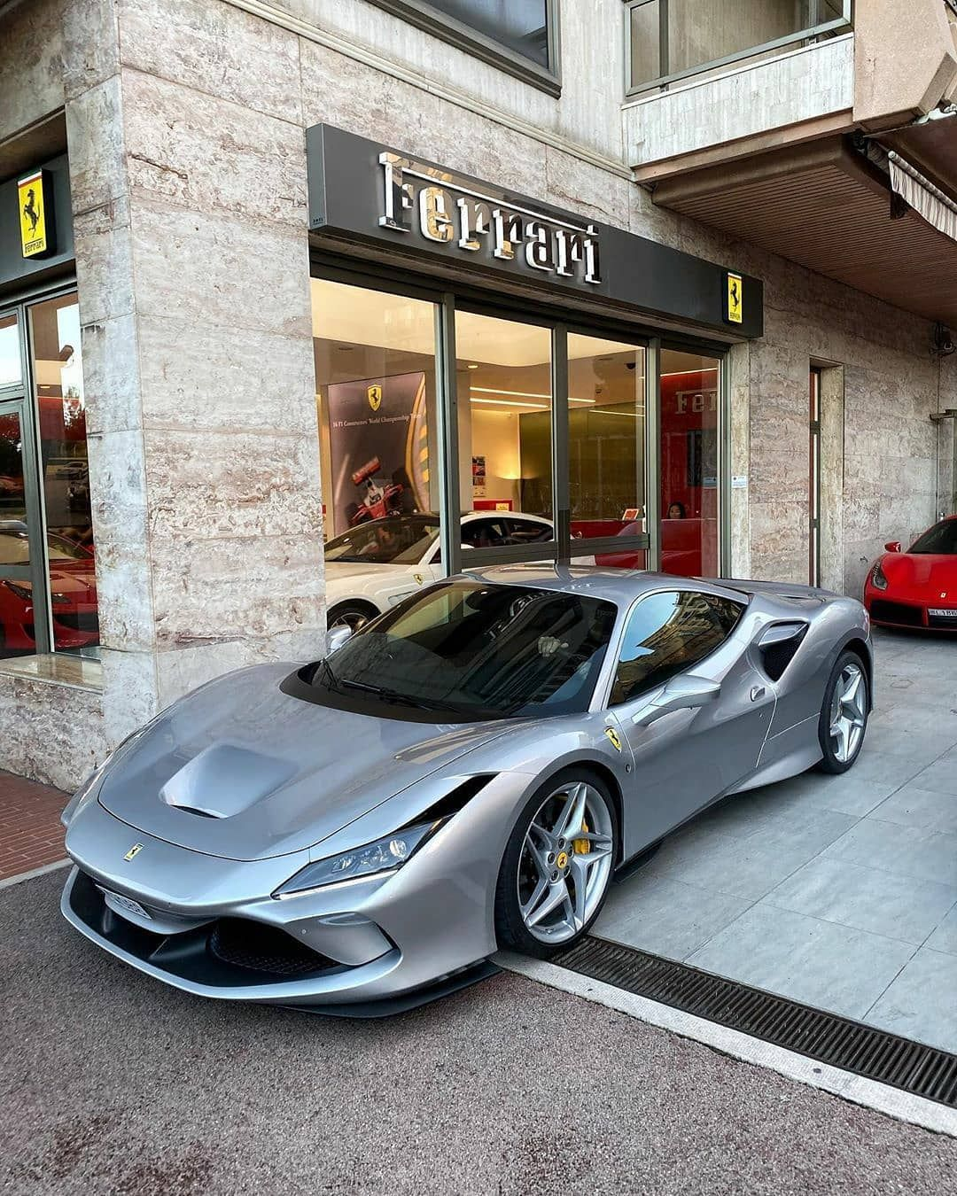 "Ferrari F8 Tributo Dark Grey: 1,208 ""Μου αρέσει!"", 5 σχόλια"