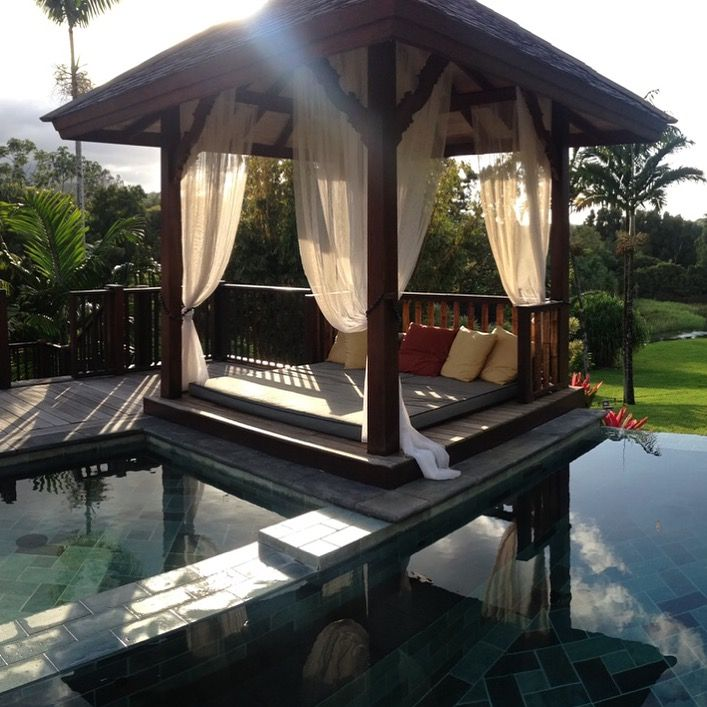 A Bali Bed Is An Outdoor Daybed Built On Platform Usually Set Near Pool Framed By Four Wooden Posts They Are Strung With Curtains For The Added Option