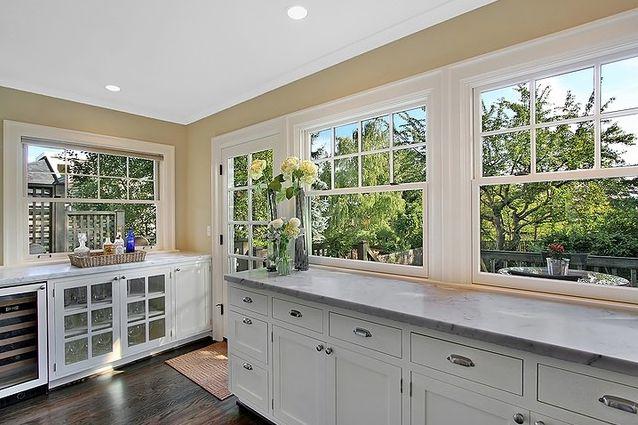 Cocina con grandes ventanales ventanales pinterest for Cocinas grandes