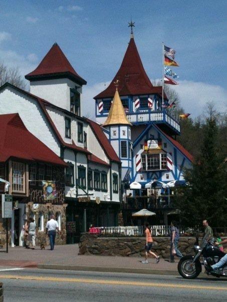 Helen ga a little german town located outside of atlanta for Www helen ga cabins com