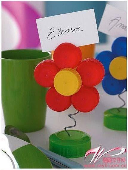 9 id es de r cup ration de bouchons en plastique printemps pinterest. Black Bedroom Furniture Sets. Home Design Ideas
