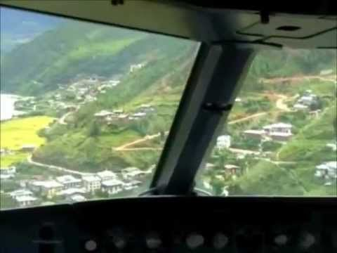 من داخل كابينة القيادة اخطر هبوط لطيارة في العالم Airplane View Views Scenes