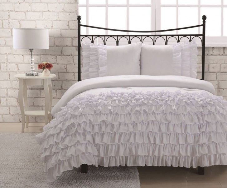 Simple White Lush Belle Bedroom with off White Queen Comforter Set