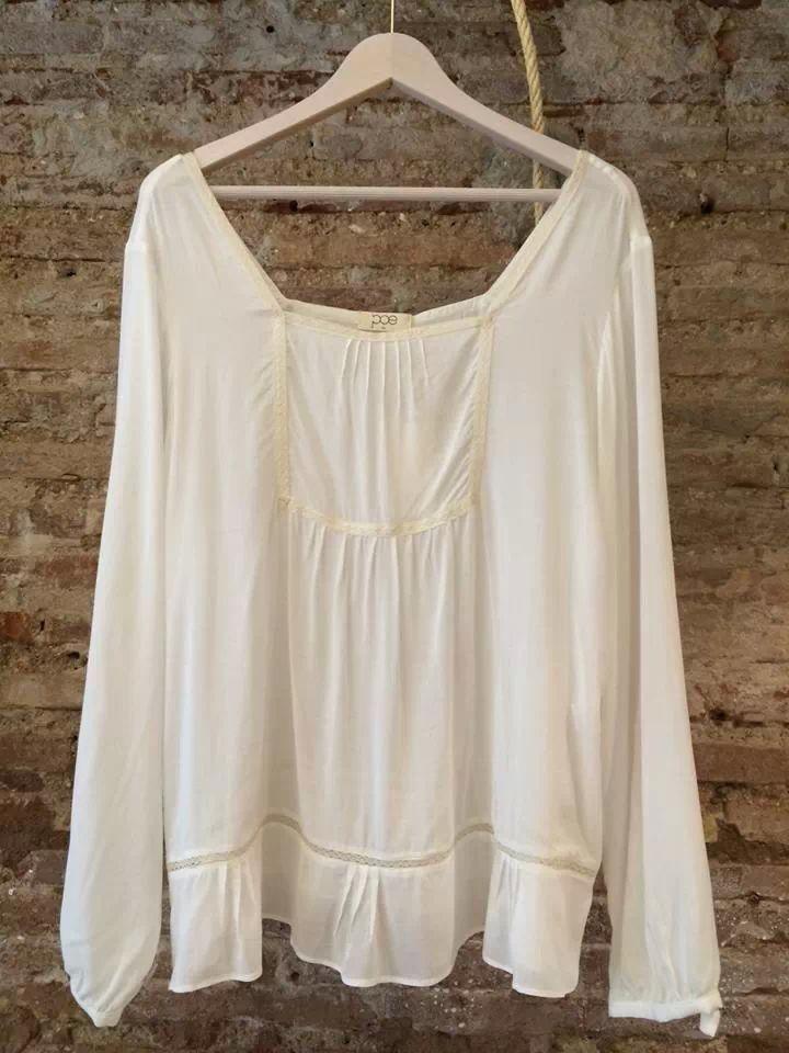 Camisa blanca de #Poe en #nelybelula