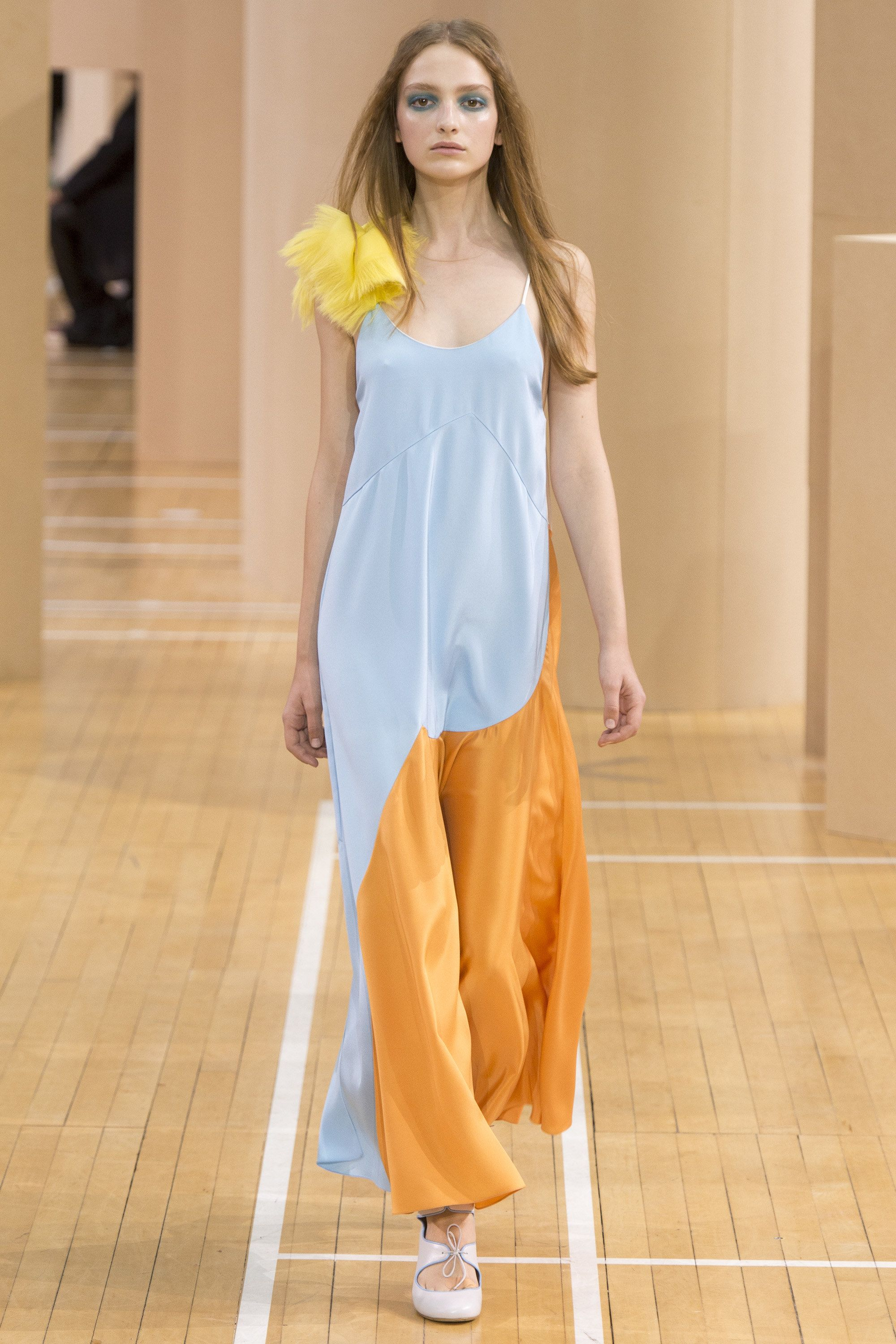 http://www.vogue.com/fashion-shows/spring-2016-ready-to-wear/roksanda/slideshow/collection