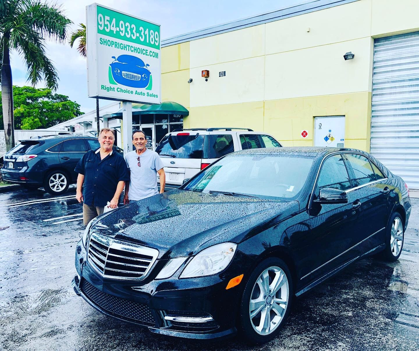 Happy Customers At Right Choice Auto Sales In Pompano