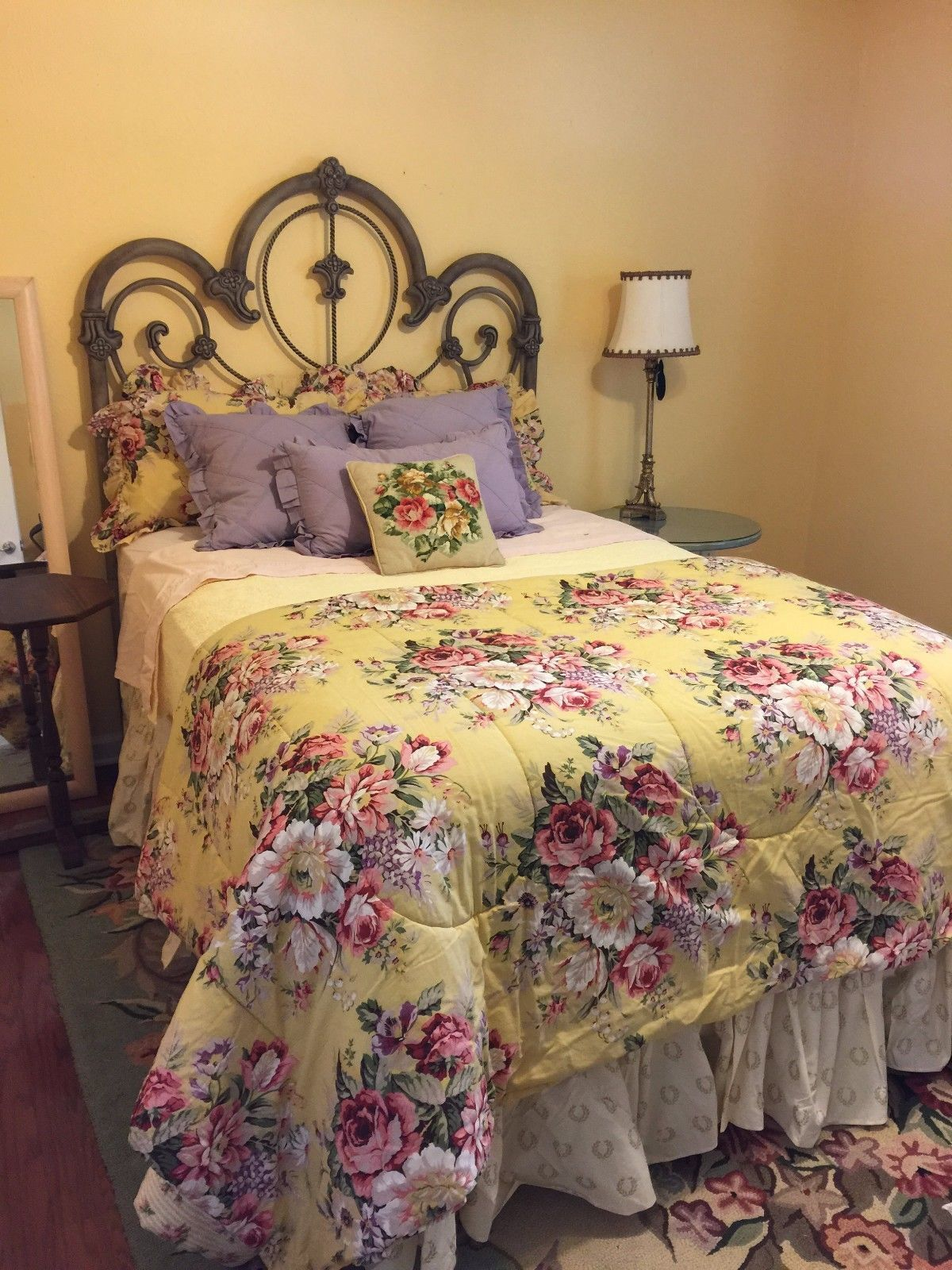 RALPH LAUREN Gorgeous COMFORTER ENGLISH ROSES On YELLOW FULL QUEEN Brooke French  The Brooke floral by Ralph Lauren seen here with blue and white It was hugely popular an...