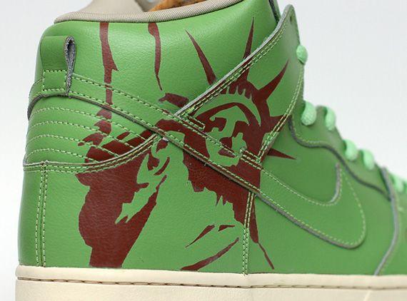 Nike SB Dunk High Statue of Liberty