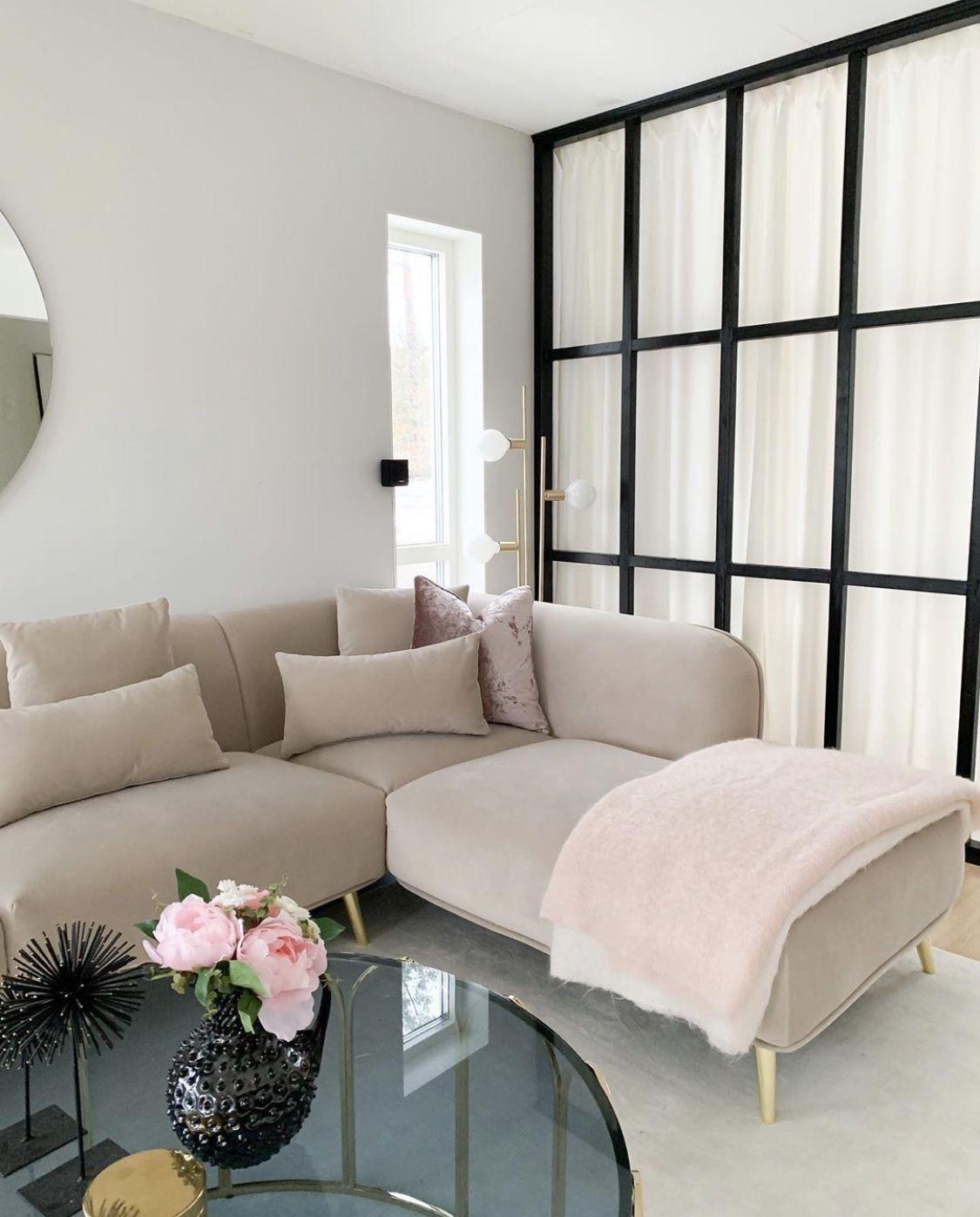 Home Tour: Vanessa Valderrama – The Marble Home Oturma Odası