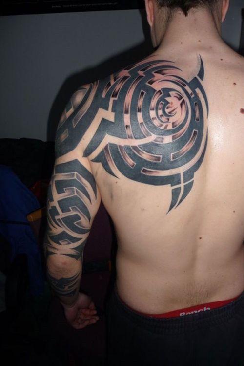 Cool Tribal Tattoo On Back Shoulder For Men Back Tattoo Tattoos For Guys Cool Tribal Tattoos