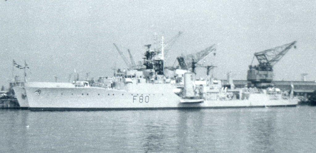 Hms Duncan F80 Royal Navy Ships Navy Ships Naval