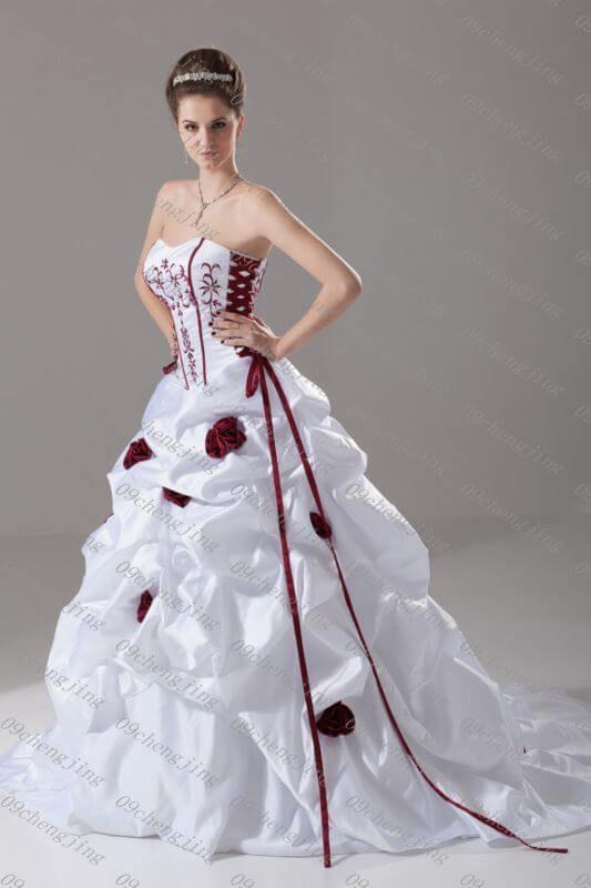 40 + rotes und weißes Hochzeitskleid