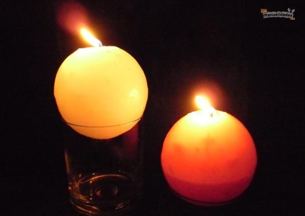 Una vela con forma de luna llena - Las Manualidades