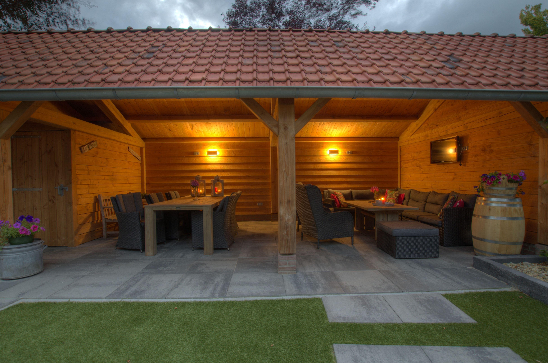 Donker grijze gevlochten loungeset onder de veranda loungeset inspiratie kees smit - Woonkamer rotan voor veranda ...