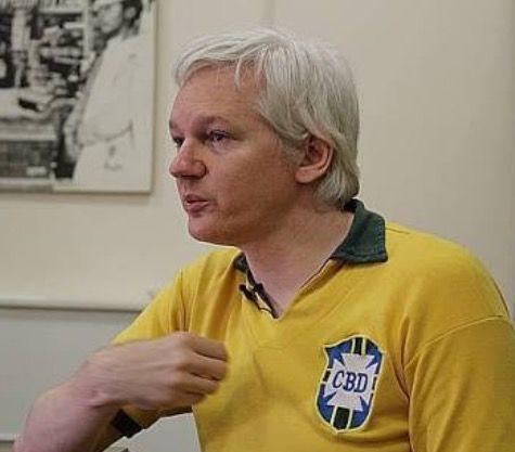 Pra frente, Julian Assange