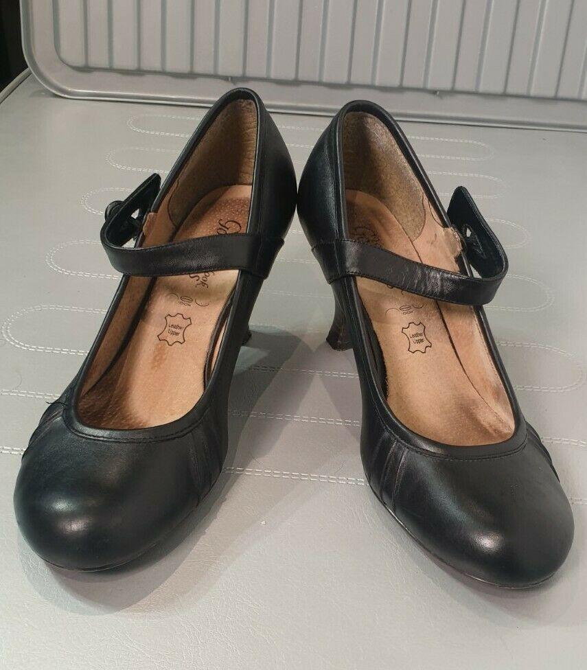 New Look Black Upper Leather Kitten Heel Shoes Size 7 Eur 40 Strap Detail Kitten Heels From Ebay Uk Ki Kitten Heel Shoes Black Kitten Heels Kitten Heels