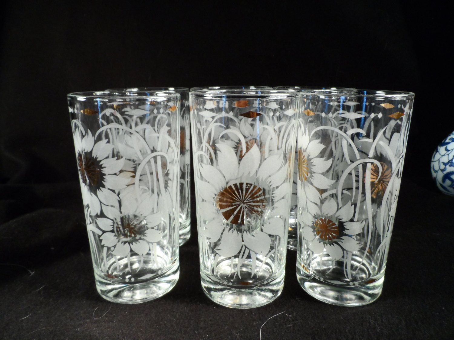 Drinking Glasses Water Glasses Clear Glass With Etched Sunflowers And Gold Highlights Table Decor By Bcscollectibles On Etsy Gold Highlights Clear Glass Glass