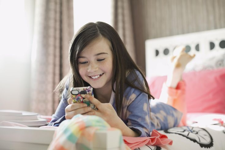 Should Your Tween Have a Cell Phone?