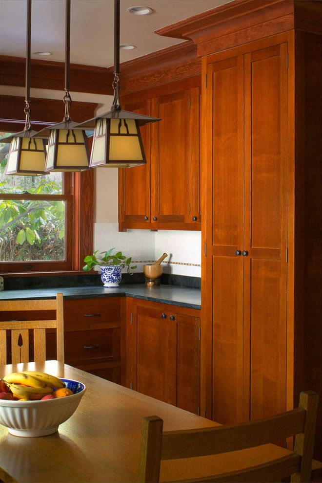 Craftsman kitchen - Warren Hile Studio, hilefinecabinetry.com