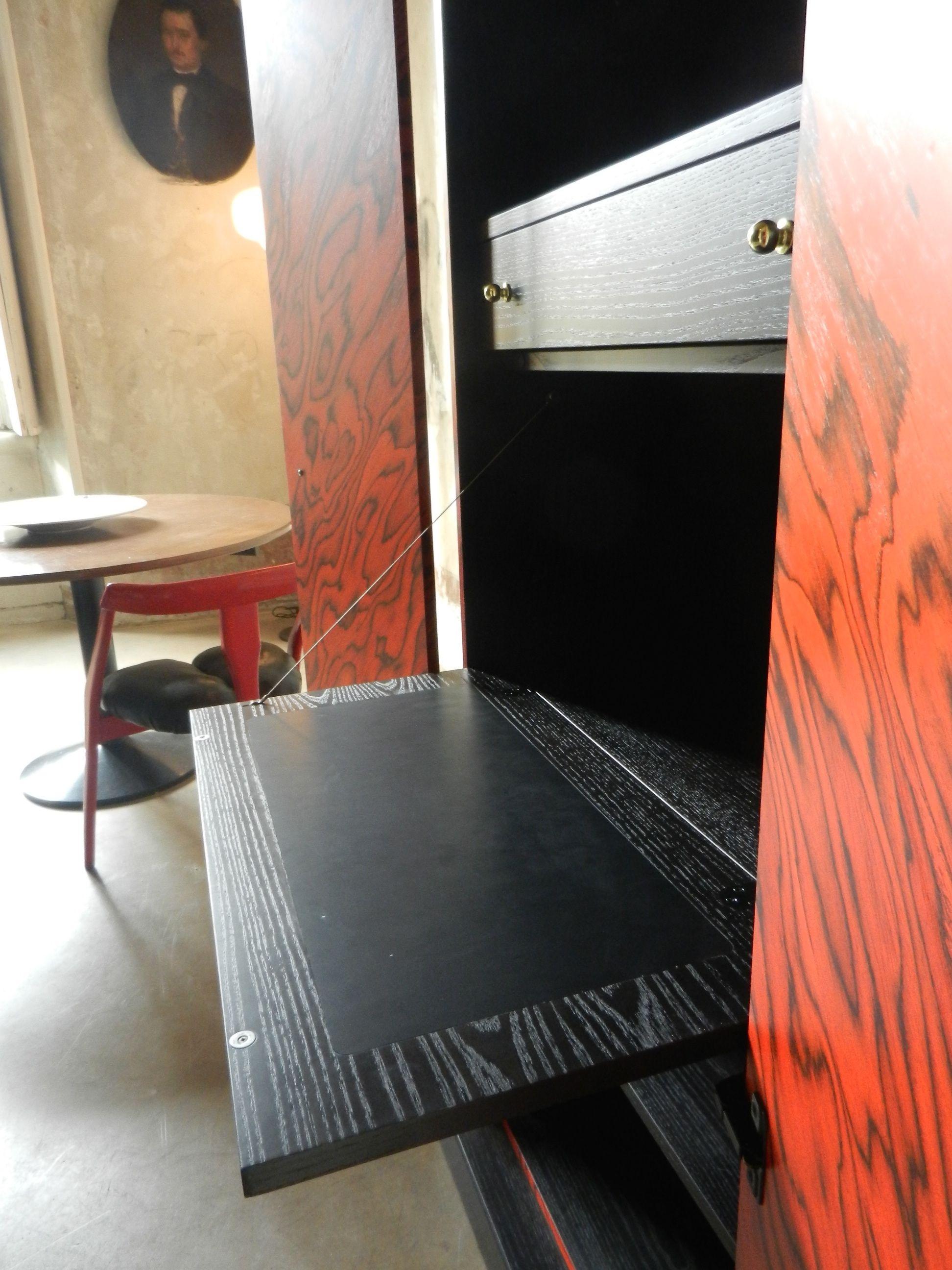 Ettore Sottsass, Nairobi,1989, Italy. #erastudioapartmentgallery #erastudio #deisgngallery #collectibledesign #design #gallery #milan #italy #ettoresottsass #wood #italiandesign #historicaldesign #interior #eighties #ambience #places #madeinitaly #furniture #details #cabinet #nairobi #memphis #memphisdesign #pattern #wood #lacquerwood #poltronova #drawer #zanotta