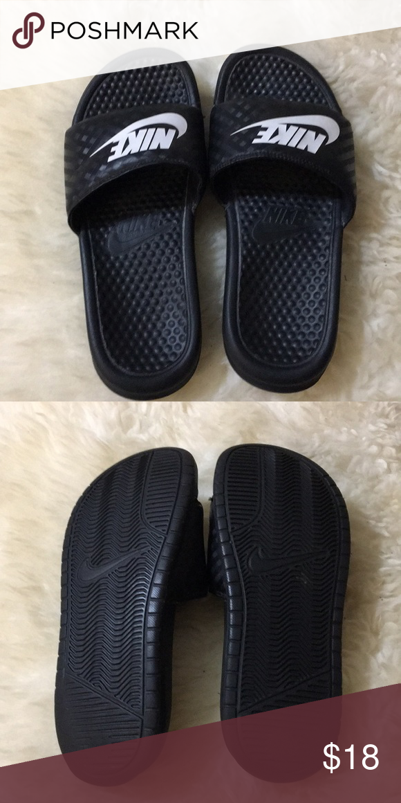 7624e6b0c1d354 Nike slippers Nike slippers good condition Nike Shoes