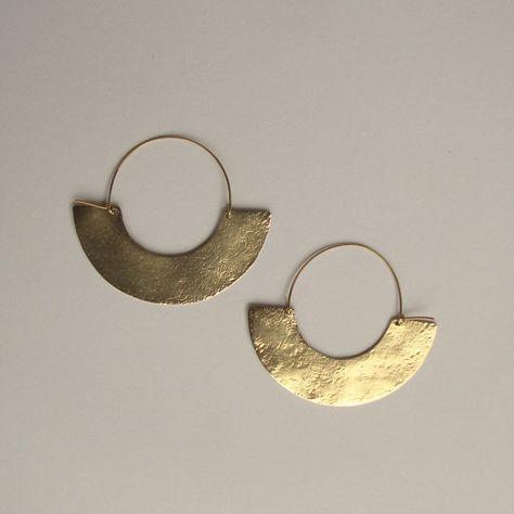 Ohrringe. Geometrischer Ohrschmuck im minimalistischen TribalLook. Handgefertigte Halbmonde aus Messing