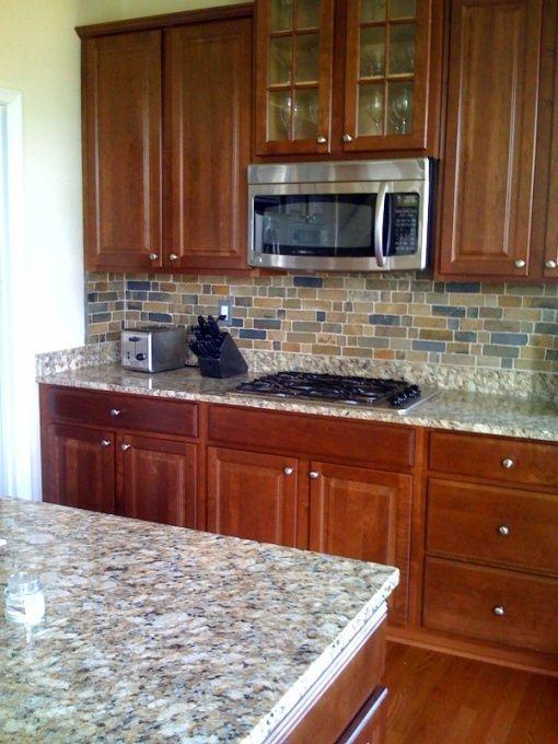 Slate backsplash with cherry cabinents nepoli garnite for Warm kitchen flooring