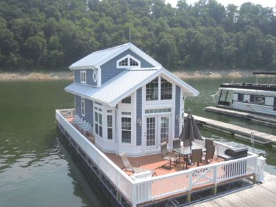 Houseboat.This is just too cute !  I WANT THIS !! Now where to put it...