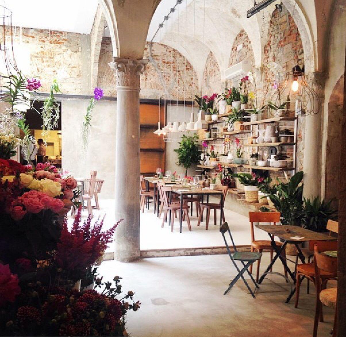 La Menagerie In Florence Florence Cafe Hostels Design Restaurant Design