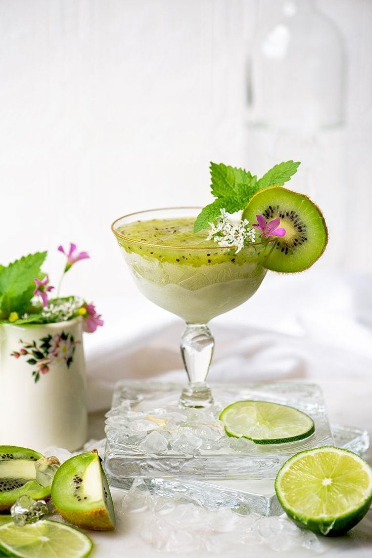 Frozen Kiwi Daiquiri #cocktaildrinks