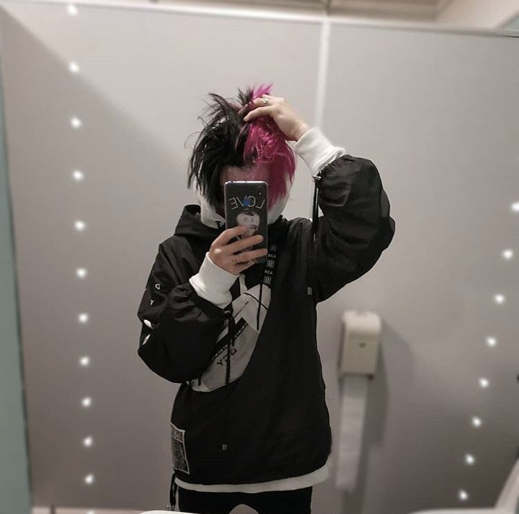 Lilpeep Boys Tumblr Aesthetic Aestheticclothes Aestheticphotography Fashionoutfits Boy Hairstyles Split Hair Dyed Hair