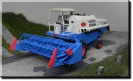 Bearbeitungsmaschinen - DDR Modellbau - Mähdrescher E512