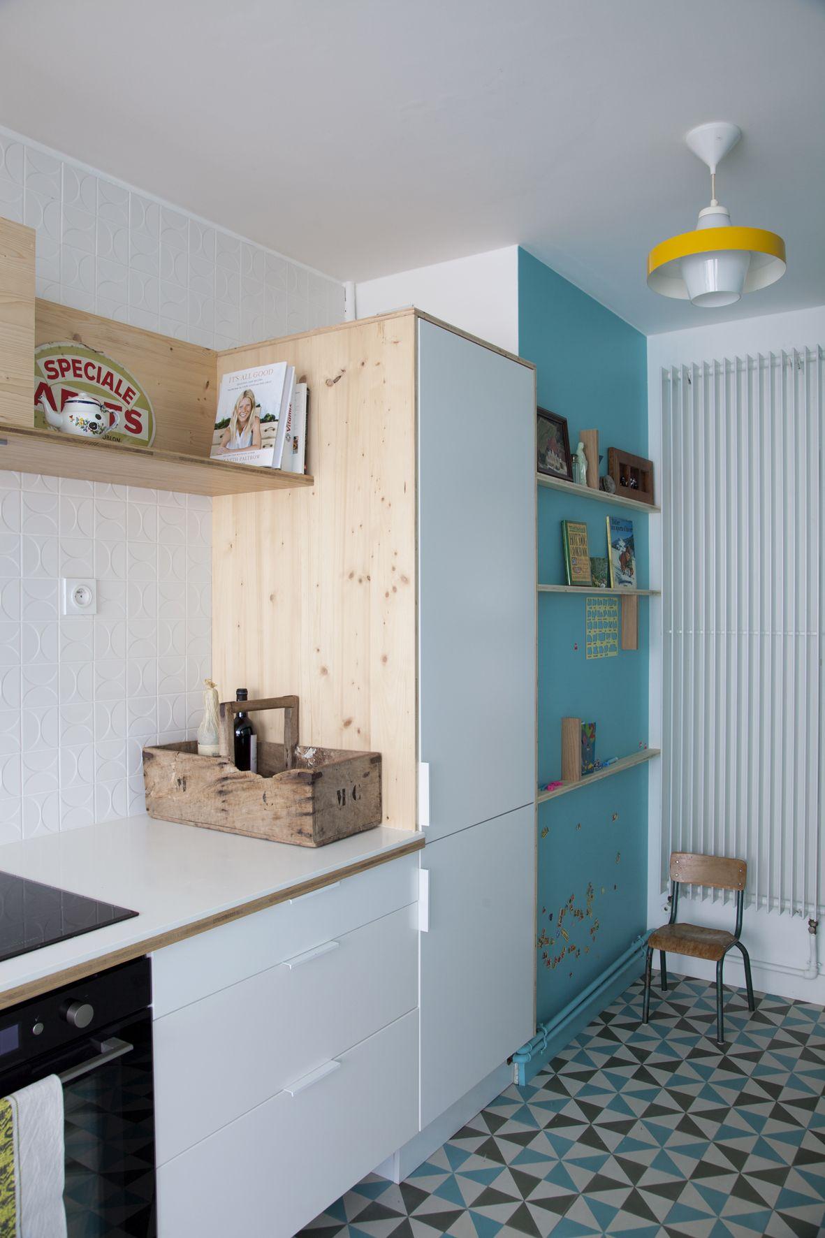 Du Blanc (carrelage Mural, Plan De Travail, Façadesu2026), Bois Blond Et Bleu  Turquoise : Ambiance Mi Californiene Mi Scandinave Pour Cette Cuisine Toute  En ...