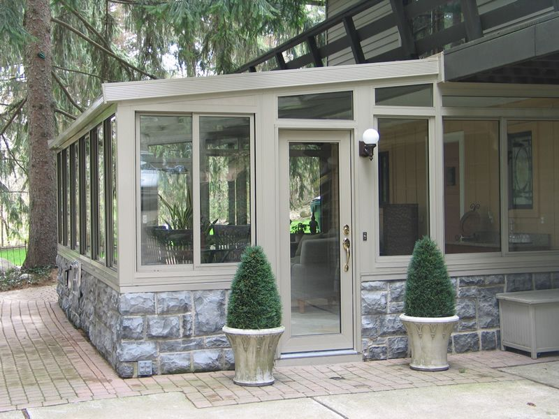 Sunrooms macomb county sunrooms enclosures florida for Backyard sunroom