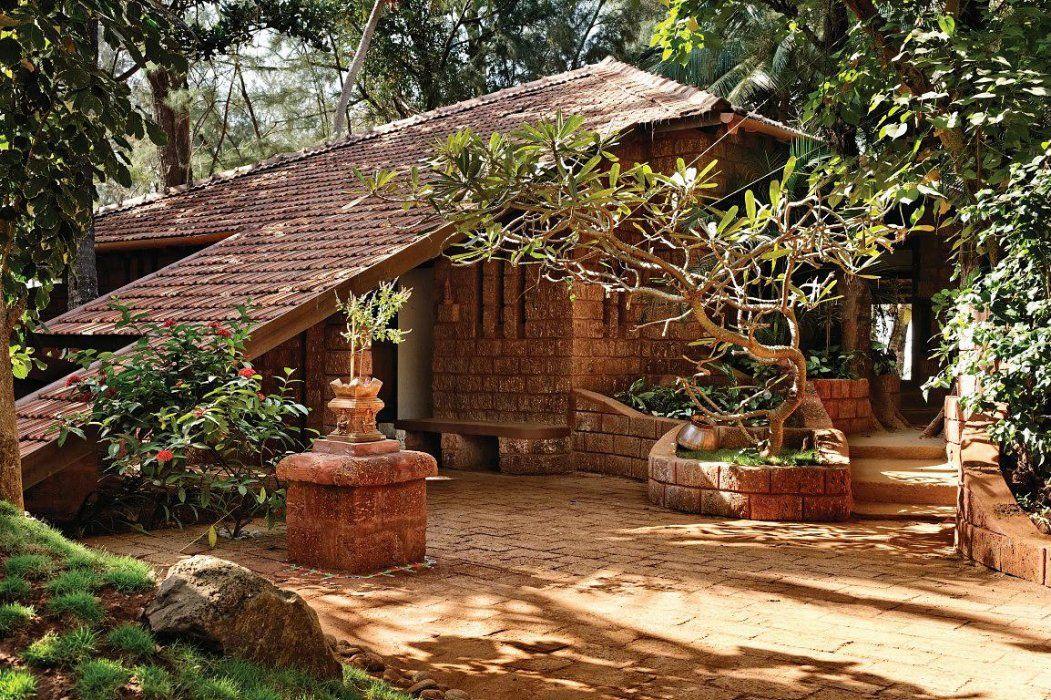 Shirish Beri & Associates Farmhouse style exterior