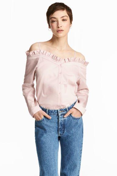 ba17825144 Nyitott vállú blúz   H&M   Ruffle blouse, Blouse és Shoulder
