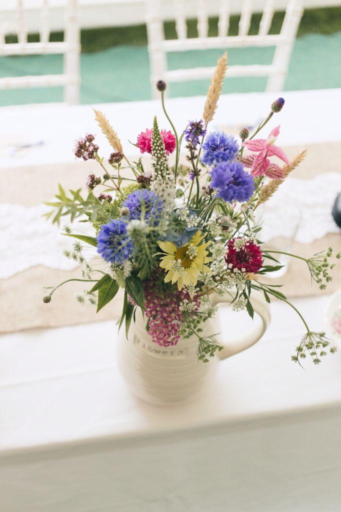 August Blooms Including Cornflower Wheat And Clary Sage Blumen August Hochzeit Braut Blumen Saison Blumen