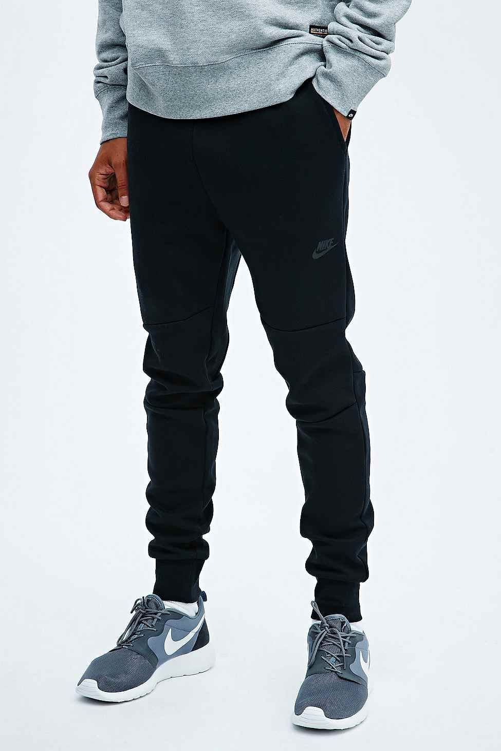 Nike Tech Fleece Sweatpants in Black
