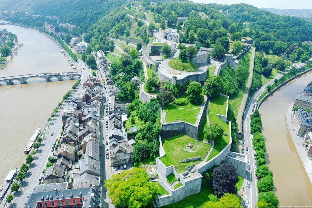 ปักพินในบอร์ด Namur espiègle