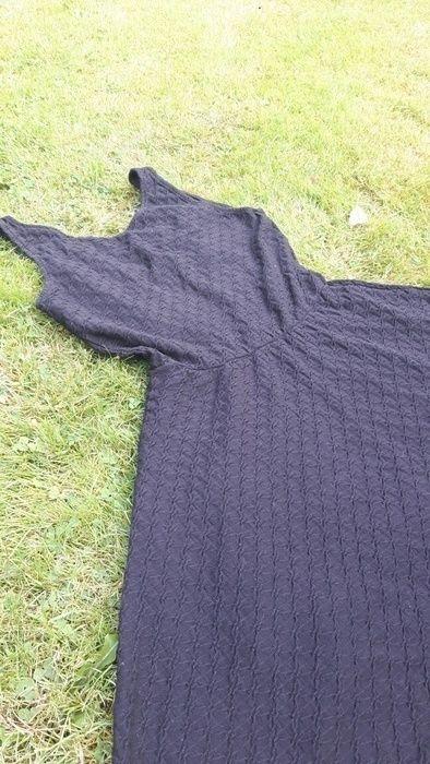 b0a6de29d19 H M size 10 black thin waffle print dress