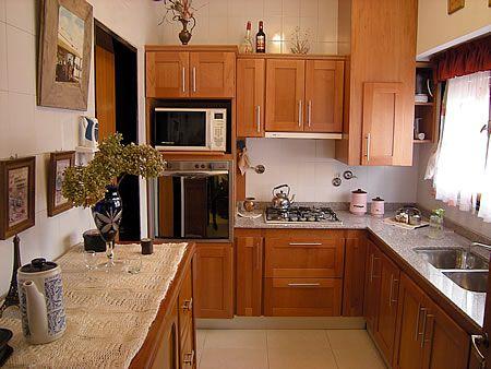 Mueble de cocina en cedro seleccionado puertas en cedro macizo frente y tableros enchapados en - Tableros de cocina ...