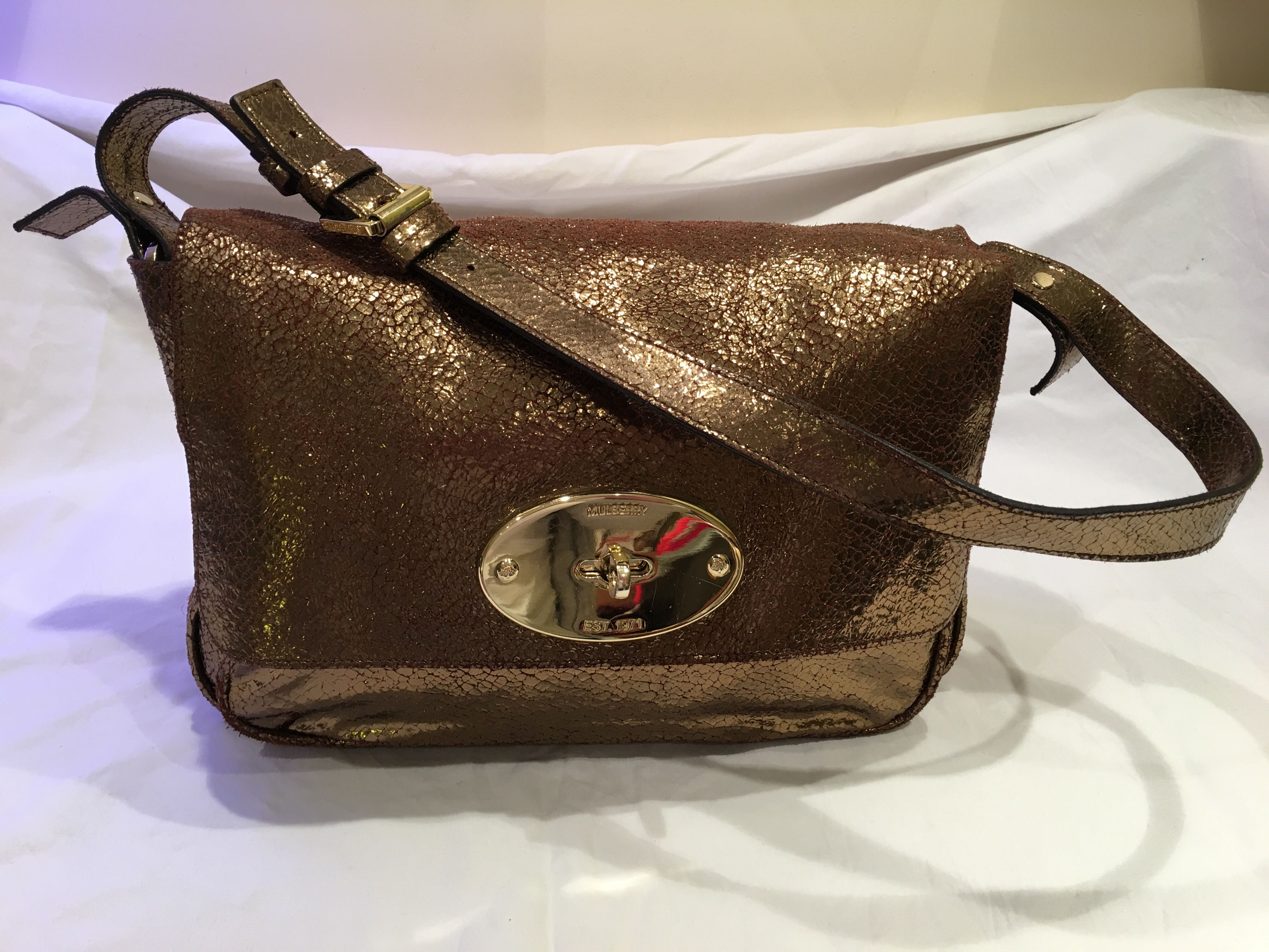 Mulberry Bayswater Clutch in Antique Gold Cracked Metallic ... 5b706bc978e26