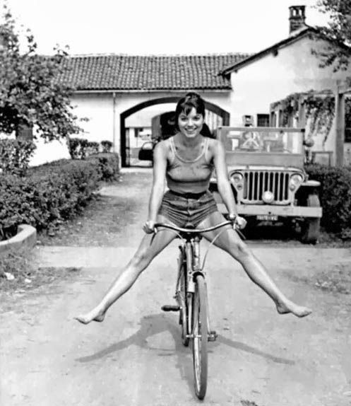 Elsa Martinelli #bici #Happy
