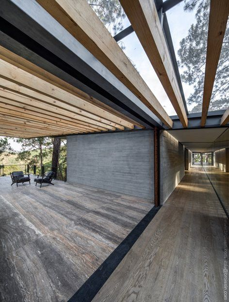 #BROISSINarchitects' design for Irekua Anatani House considers the surrounding luxuriant natural environment and make the house be intrinsically part of it #outdoor #wood