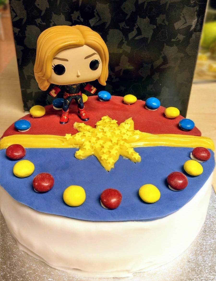 I Made A Captain Marvel Cake Marvel Cake Marvel Party Captain