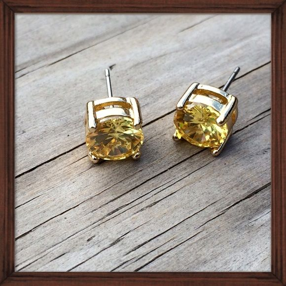 Gold Cubic Zirconia Studs NWT NWT Posts A color and Colors