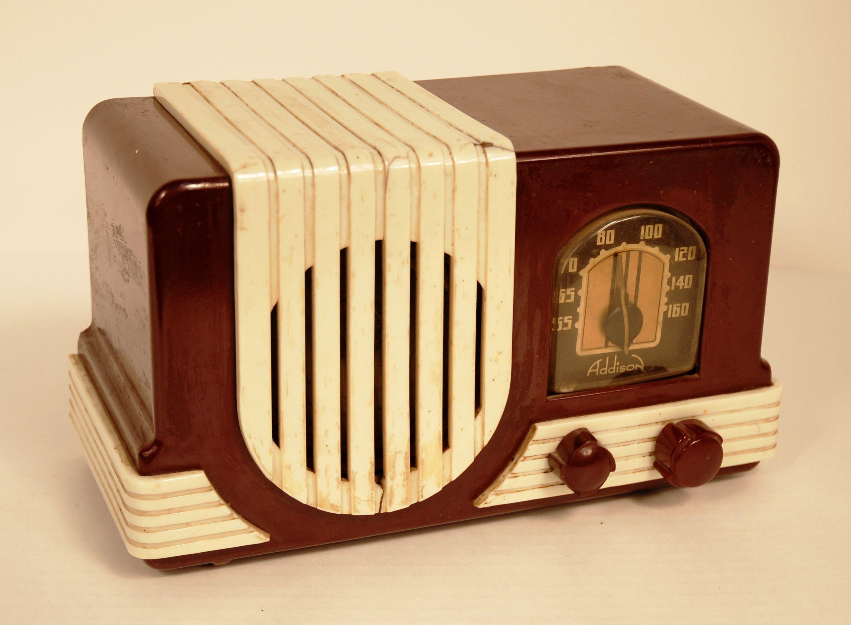 1940's Addison radio