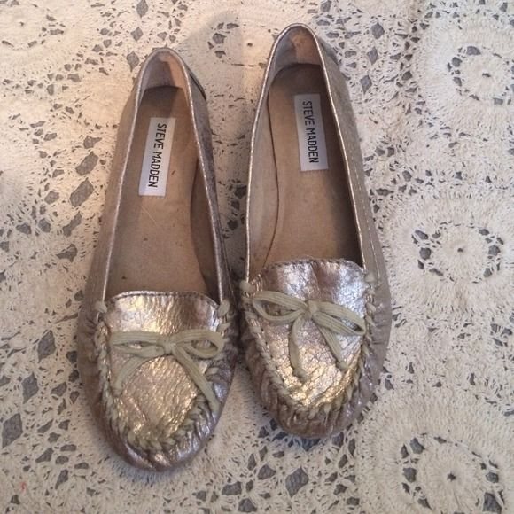 Steve Madden ballet flats Super cute silver metallic flats with a bow on the front. These are so comfy but I never had a chance to wear them out once! I'm generally a 7 or 7.5 but these fit me! Steve Madden Shoes Flats & Loafers