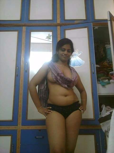 Sexy images of indian aunties