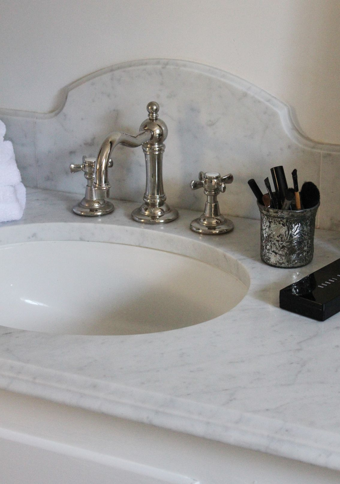 7 marble backsplashes with an twist